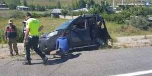 Otomobil ile hafif ticari araç çarpıştı: 3 ölü, 6 yaralı