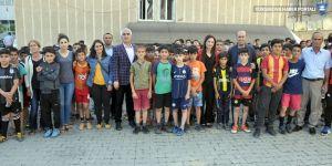 Batman'dan Yüksekova'ya spor malzemesi desteği