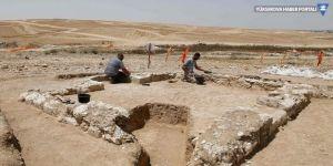 Çölde 1200 yıllık cami bulundu