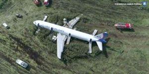 Rus pilotlar kuş sürüsüne çarpan uçağı nasıl kurtardı?