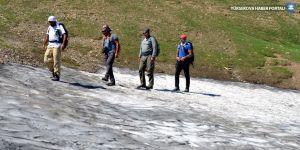 Van Gölü'ne dikkat çekmek için Kurtik Dağı'na tırmandılar