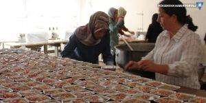 Şemdinli'de 400 kişiye aşure ikramı