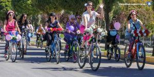 Van'da kadınlar süsledikleri bisikletlerle şehir turu attı