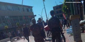 Diyarbakır'da korucular HDP binasına saldırdı: 5 gözaltı