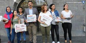 Eşbaşkanlar Sur'da gazete dağıttı