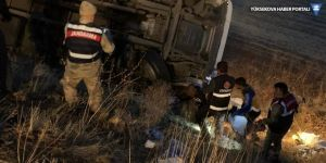 Devrilen kamyonun altında kalan sürücü öldü