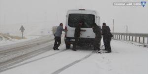 Van'da kar ve tipi nedeniyle kırsaldaki 11 mahalle yolu ulaşıma kapandı