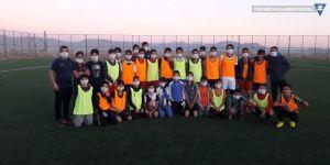 Yüksekova Belediyesi U15 takımından lösemili çocuklara destek