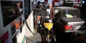 İran'da benzine yapılan zam protesto edildi
