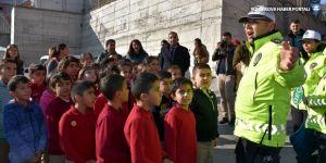 Hakkari'de öğrencilere uygulamalı trafik eğitimi verildi