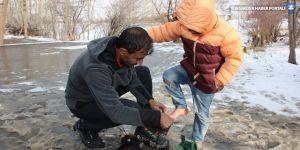 Hakkari'de çocuklara kışlık giyecek yardımı
