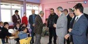 Hakkari'de bin 100 öğrenciye mont yardımı yapıldı