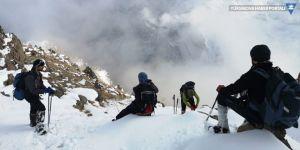Hakkarili dağcılardan zirve tırmanışı