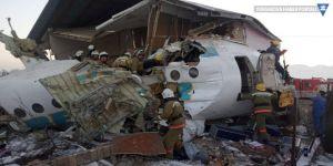 Kazakistan'da yolcu uçağı düştü: En az 15 ölü