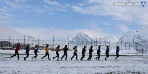 Hakkarili kızlar, futbol hakemi olabilmek için ter döküyor
