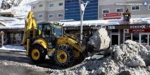 Çukurca'da kar temizleme çalışmaları