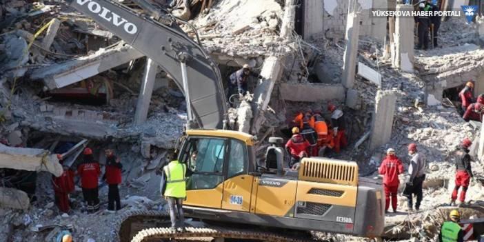 Elazığ'da depremin enkazı kaldırılıyor