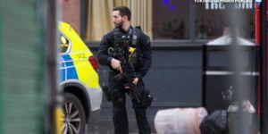 Londra'da palalı saldırganı polis öldürdü
