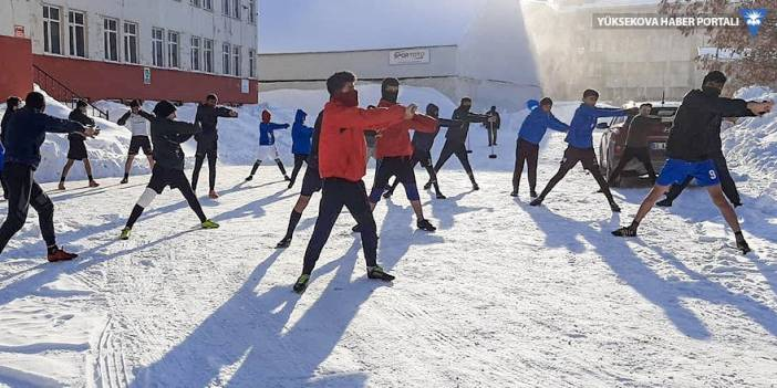 Yüksekova'da dondurucu soğukta antrenman