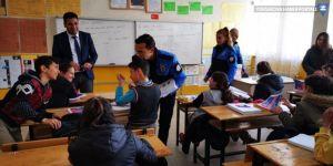 Hakkari'de öğrencilere polislik mesleği anlatıldı