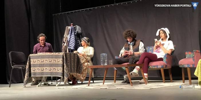 Yüksekova'da tiyatro gösterisi