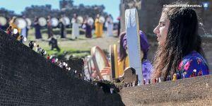 Diyarbakır Surlarında kadınlardan erbaneli ritim gösterisi
