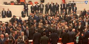 Meclis'te Ak Parti ve CHP'liler arasında yumruklu kavga