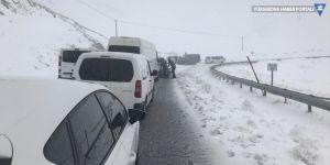 Hakkari ve ilçelerinde 29 köy ve mezra yolu ulaşıma kapalı
