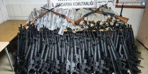 Yüksekova ve Derecik'te 1 kilo 300 gram eroin ve 226 av tüfeği ele geçirildi