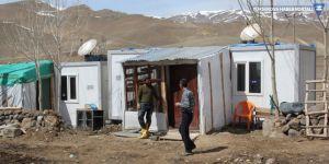 Van'da depremzedeler konteynerlere yerleştiriliyor