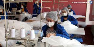 Hakkarili kadınlar cerrahi maske, tulum ve hasta önlüğü üretiyor