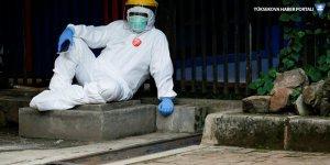 Rapor: Dünya nüfusunun üçte ikisi bağışıklık kazanana kadar salgın kontrol edilemeyecekRapor: Dünya nüfusunun üçte ikisi bağışıklık kazanana kadar salgın kontrol edilemeyecek