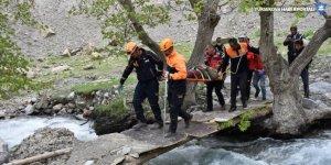 Pancar toplarken kayalıklarda mahsur kalan kişi 6 saatlik operasyonla kurtarıldı
