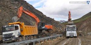 Yüksekova-Hakkari karayolu kontrollü olarak ulaşıma açıldı
