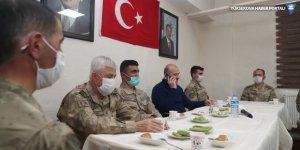 Bakan Soylu Yüksekova'da sınır birliklerini ziyaret etti