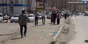Yüksekova İpekyolu Caddesi'ndeki kaldırım sorunu bıktırdı