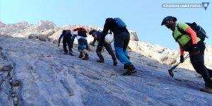 Hakkari'deki Sümbül Dağı'na zirve tırmanışı