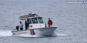 Van Gölü'nde kaybolan tekneyle ilgili gözaltına alınan 3 kişi tutuklandı