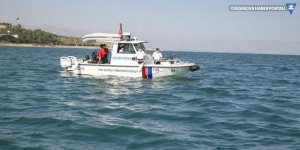 Van Gölü'nde kaybolan tekneyi arama çalışmaları devam ediyor