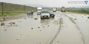 Van'da sağanak bazı mahallelerde sele neden oldu