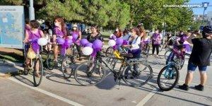HDP'li kadınlardan İzmir'de mor bisiklet turu