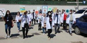 Hakkari'de öğretmenler, Kovid-19 tedbirlerine dikkati çekmek için yürüdü