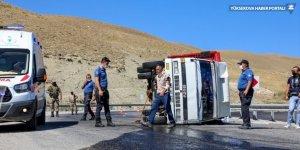 Van'da kamyonet devrildi: 2 yaralı