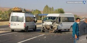 Van'da minibüs ile kamyonet çarpıştı: 1 yaralı