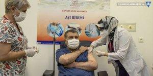 Türkiye'de ilk koronavirüs aşısını Sağlık Bakanı Koca yaptırdı