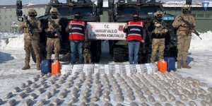 Yüksekova'da 99 kilo eroin ve 60 litre asit anhidrit ele geçirildi