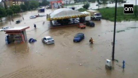 10 Dakikada Sular İçinde Kaldı
