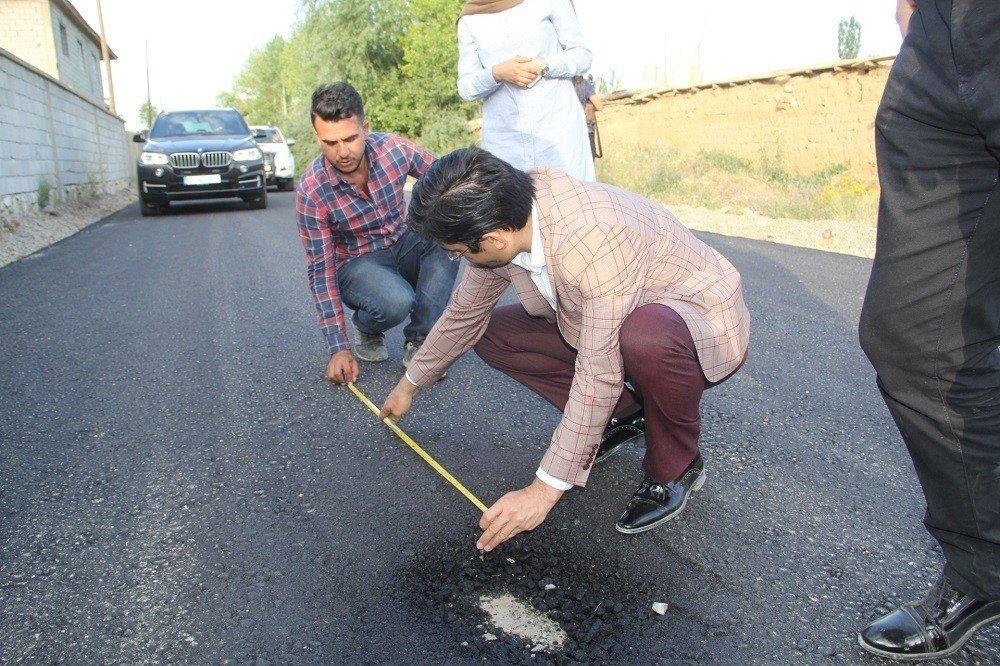 Başkale'de yol asfaltlama çalışması