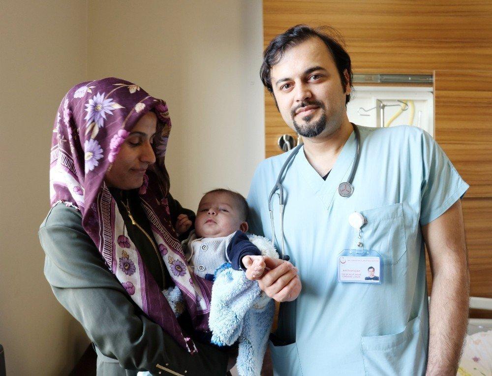 Van'da 4 aylık bebeğe kalp ameliyatı