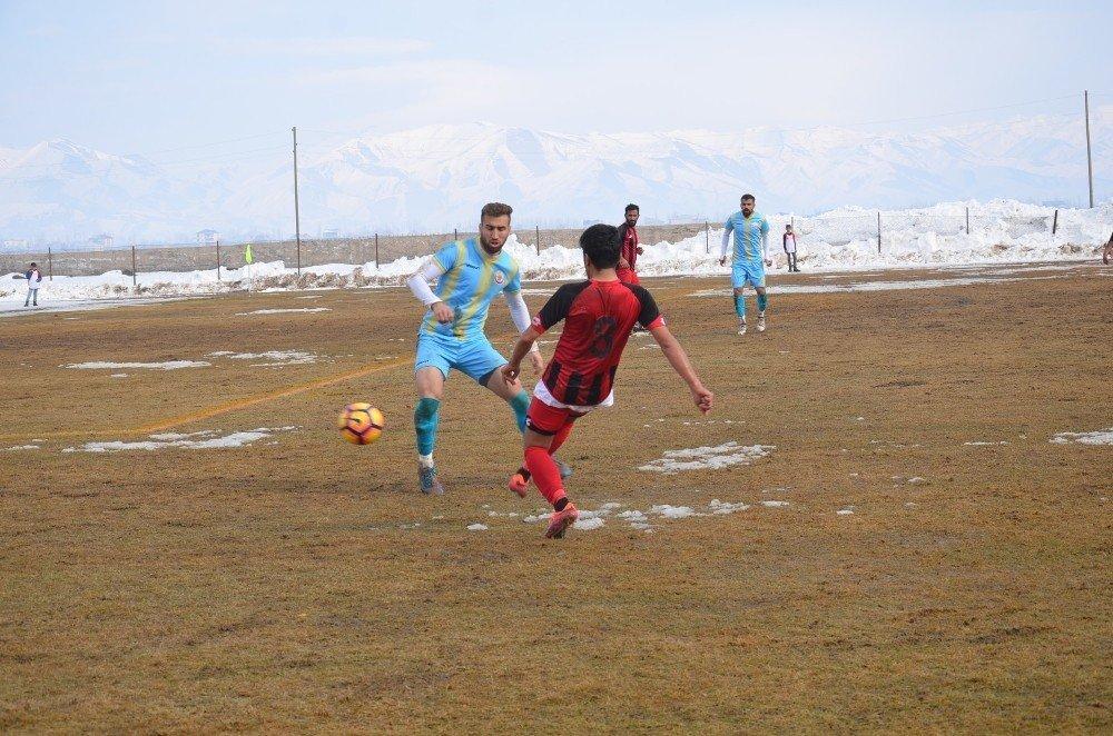 Yüksekova'da gergin maç